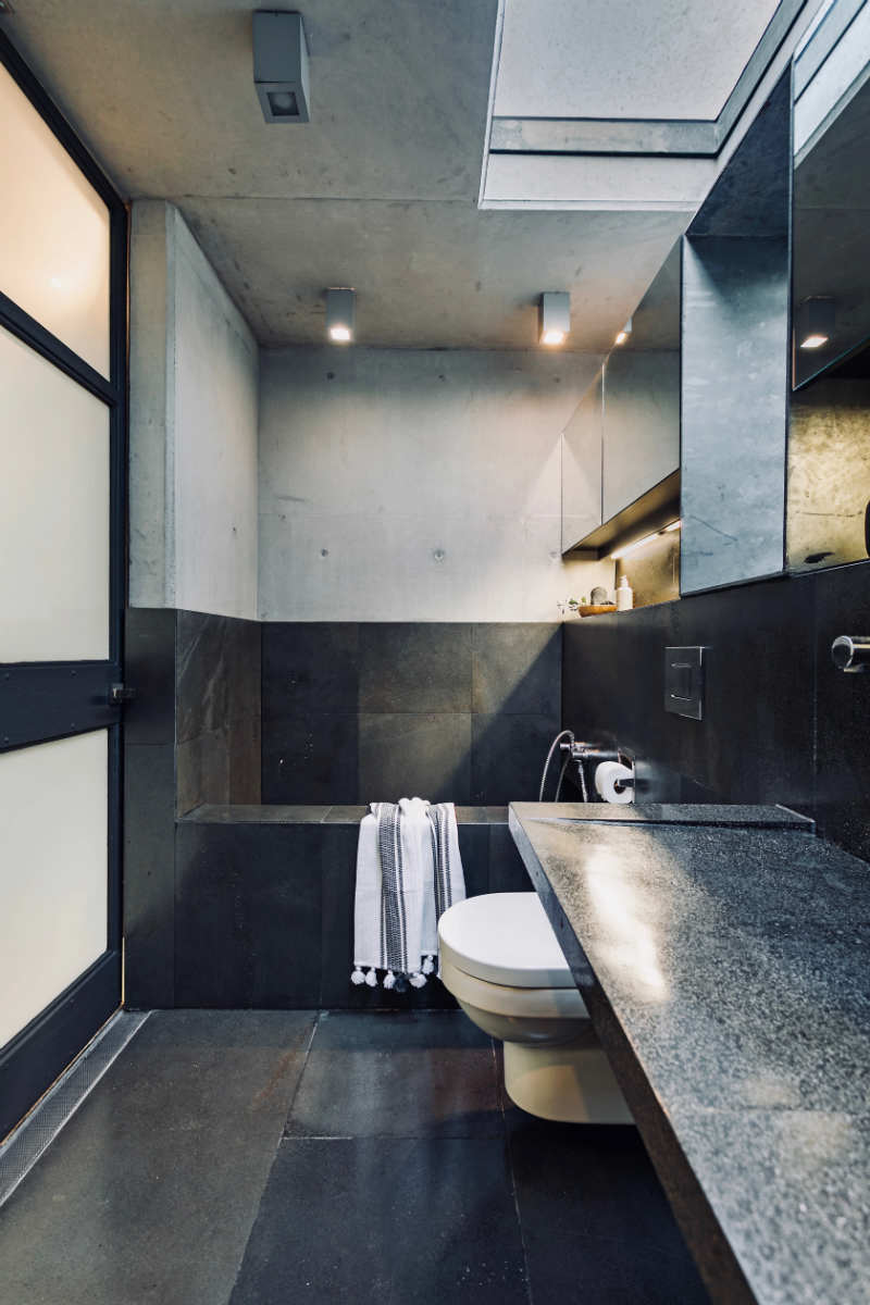 Wells St - Bathroom
